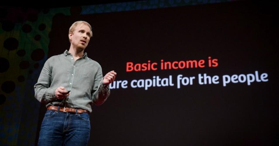Rutger Bregman durante su intervención en la Conferencia TED | Foto: Bret Hartman/TED