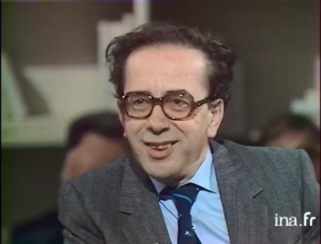 Ismaíl Kadaré en 1988, durante una entrevista en la televisión francesa. Foto: Institut National Audiovisuel